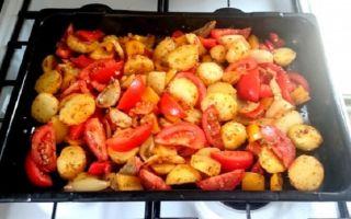 Запекаем картофель с помидорами в духовке