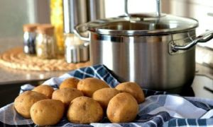 Лечение насморка ингаляцией над парами картошки