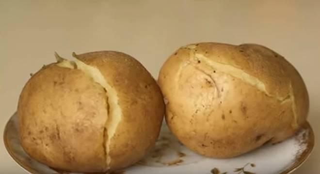 вареный картофель треснул