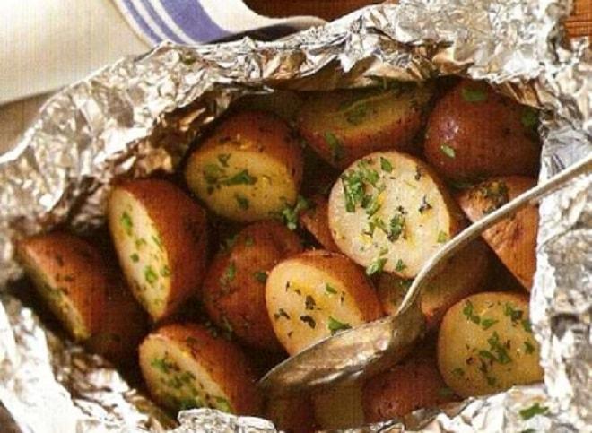 молодой картофель в фольге