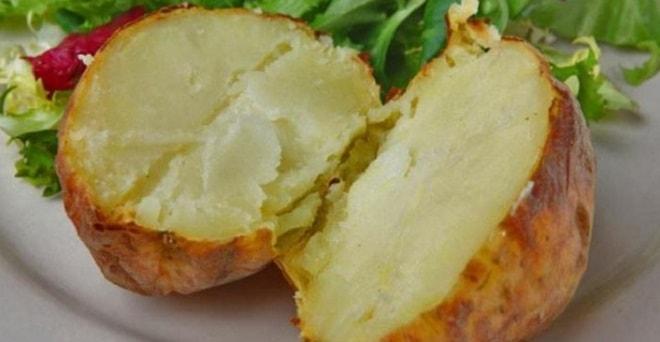 разрезанный печеный картофель