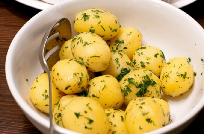 картошка в тарелке