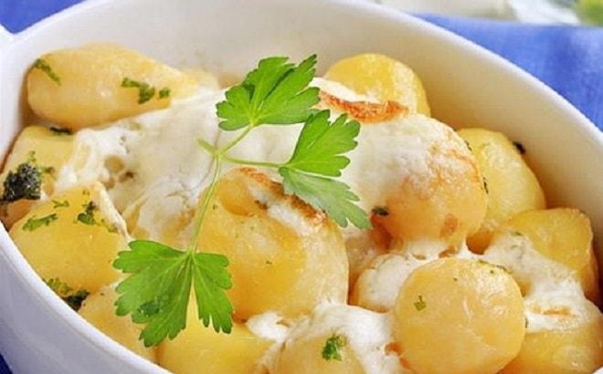 вареная в сметане картошка