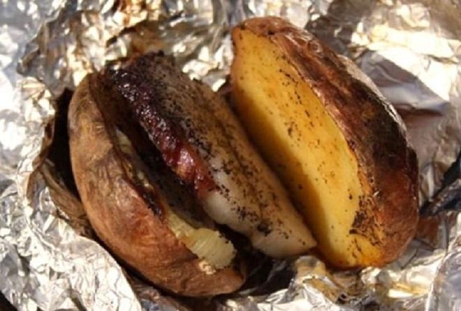 картофель с копченым салом запеченный в фольге
