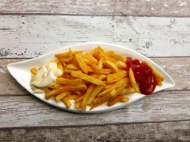 картошка фри со сметаной и соусом