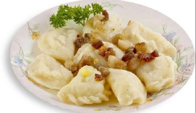 картофельные вареники с салом