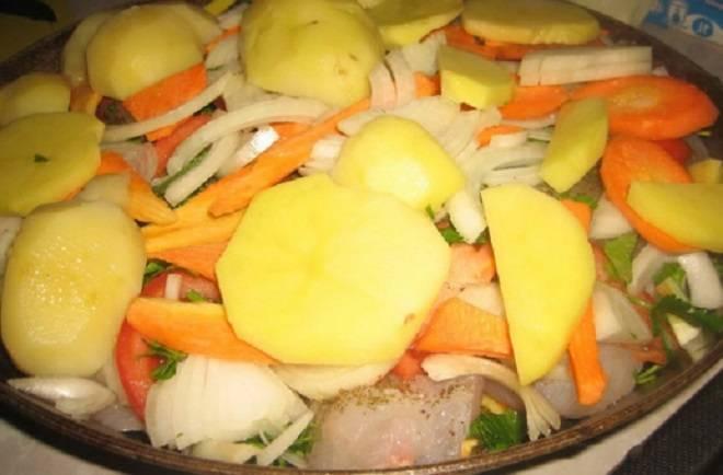 рыба с картошкой и овощами