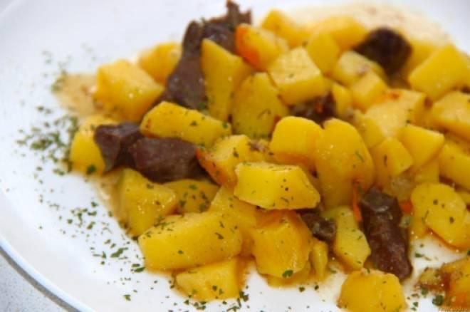 картофель тушеный с печенью