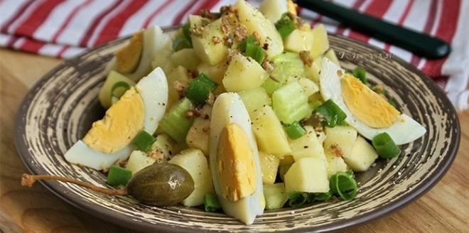 салат деревенский с картофелем и яйцами