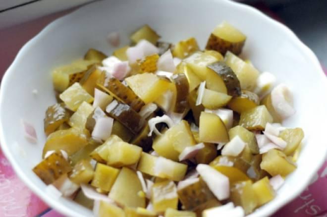 соленые огурцы с картошкой
