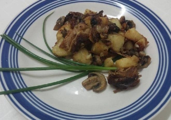 свиные ребрышки с картошкой и грибами